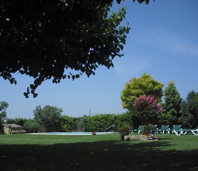 jardi piscina casa rural
