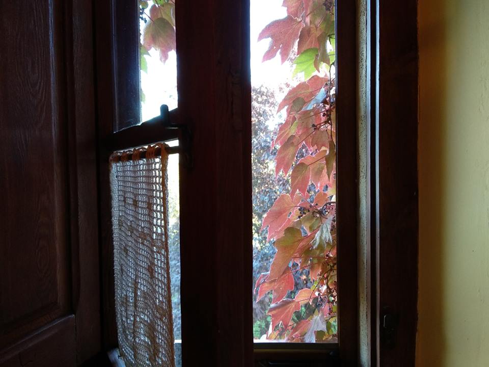 finestra a l'exterior casa rural